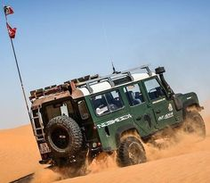 Land Rover Defender 110 Td5 Sw Se County adventure and Explorer experience prepared to desert.  Lobezno