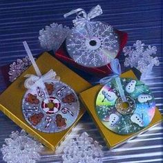 best ideas for recycled art projects con cd Noel Christmas, Christmas Toys, Christmas Projects, Christmas Tree Ornaments, Holiday Crafts, Christmas Decorations, Snowflake Ornaments, Snowman Ornaments, Snowflakes