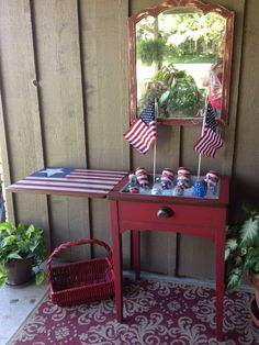 Sewing Machines Sewing Machine Cabinet Made Into Holiday Cooler - Who would think this little table is ready for so much fun? This repurposed sewing cabinet does double duty. Use as a table, but when it's time for to party op… Refurbished Furniture, Repurposed Furniture, Furniture Makeover, Painted Furniture, Furniture Refinishing, Old Sewing Machine Table, Old Sewing Machines, Furniture Projects, Home Furniture