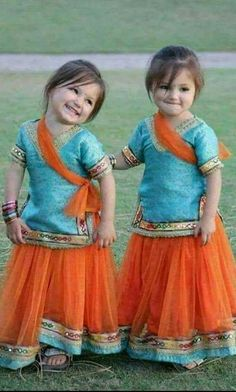 Baby twins clothes sweets 31 Ideas for 2019 Beautiful Children, Beautiful Babies, Little Girl Dresses, Flower Girl Dresses, Cute Kids, Cute Babies, Kids Girls, Baby Kids, Twin Outfits