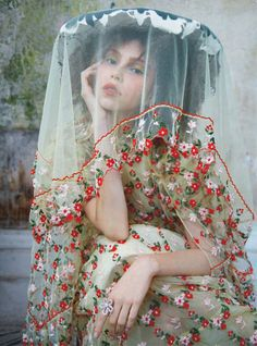 Model Lorena Maraschi is styled by Leith Clark in glorious blooms for 'Adventures in Wonderland'. Photographer Erik Madigan Heck captures the floral extravaganza for Harper's Bazaar UK May Hair by Alain Pichon; Fashion Art, Editorial Fashion, Fashion Design, Vogue Editorial, India Fashion, High Fashion, Adventures In Wonderland, Harpers Bazaar, Mode Inspiration
