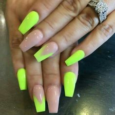 Neon nail art design makes your nails bright and shiny. The energy you can see in neon nails. When you wear neon nails, you can choose yellow. Today, we have collected 77 stunning yellow neon nail art designs to beau Lime Green Nails, Neon Yellow Nails, Neon Nail Art, Neon Nail Polish, Neon Nails, Cute Acrylic Nails, My Nails, Cute Nails, Nail Polishes