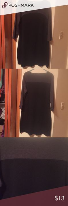 Old navy grey and black dress. Old Navy dress.  Colors are grey and black.  Sexy and sliming!  Goes great with some black tights and boots 💃 Old Navy Dresses Midi