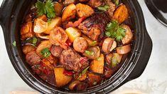 Hartaasti haudutettu gumbo on kokonainen ateria yhdessä padassa. Gumbo, Kung Pao Chicken, Pot Roast, Chili, Berries, Food And Drink, Ethnic Recipes, Chocolate, Red Peppers