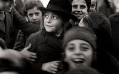 A Vanished World - photographs of the Jewish ghettos in Kraków & Mukachevo by Roman Vishniac, 1935-1938