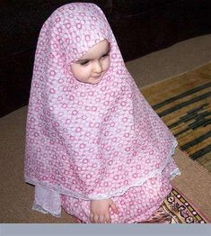 Awwww how cute ma shaa Allah! Cute Kids Pics, Cute Baby Girl Pictures, Baby Photos, Cute Girls, Young And Beautiful, Beautiful Children, Beautiful Babies, Baby Hijab, Cute Babies