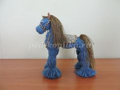 Making dolls from threads Yarn Animals, Pom Pom Animals, Cute Crafts, Crafts For Kids, Arts And Crafts, Yarn Crafts, Toys From Trash, Yarn Dolls, Free To Use Images