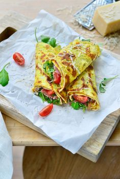 Omeletwraps met Italiaanse ham en rucola – Food And Drink Healthy Dishes, Good Healthy Recipes, Low Carb Recipes, Lunch Wraps, Foods With Gluten, Perfect Food, Clean Eating Snacks, Italian Recipes, Italian Ham