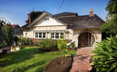 Stylish and Comfortable Kew Renovation by LSA Architecture