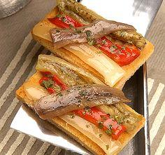Canapés con estilo escalibada con anchoa