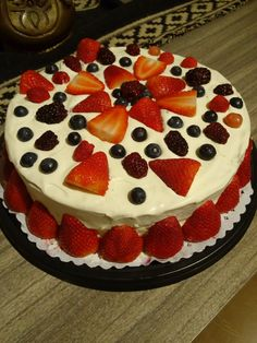 Torta crema y frutillas