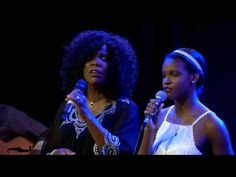 (411) Lynda Randle and daughter Joy: He walks with me