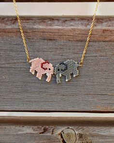Peyote Elephant Necklace by SuteWorld on Etsy - Epinglé par… Más Bead Jewellery, Seed Bead Jewelry, Seed Bead Earrings, Beaded Earrings, Beaded Jewelry, Miyuki Beads, Elephant Necklace, Seed Bead Patterns, Bead Loom Bracelets