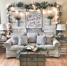 Looking for for inspiration for farmhouse christmas tree? Browse around this website for cool farmhouse christmas tree inspiration. This kind of farmhouse christmas tree ideas seems absolutely excellent. Decoration Christmas, Farmhouse Christmas Decor, Country Christmas, Xmas Decorations, Farmhouse Decor, Farmhouse Style, Modern Farmhouse, Rustic Decor, Modern Christmas