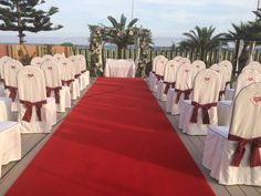 The white and red, two colors that fit perfectly with a wedding outdoors.  #proturhotels #weddings #roquetasdemar