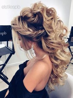 Formal Hairstyles Beautiful crown braid and half up wedding hairstyle Ideaswedding hairstyles bridal hair hair ideas.Formal Hairstyles Beautiful crown braid and half up wedding hairstyle Ideaswedding hairstyles bridal hair hair ideas Half Up Wedding Hair, Curly Wedding Hair, Wedding Hairstyles For Long Hair, Wedding Hair And Makeup, Pretty Hairstyles, Easy Hairstyles, Hair Makeup, Hairstyle Ideas, Bridal Hairstyles
