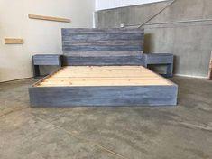 67 ideas for pine bedroom furniture color schemes bed frames Raw Wood Furniture, Pine Bedroom Furniture, Pallet Patio Furniture, Cheap Furniture, Furniture Design, Reclaimed Wood Bed Frame, Pallet Bed Frames, Weathered Wood, Simple Bed Frame