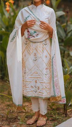 Pakistani Dress Design, Pakistani Outfits, Indian Outfits, Embroidery Designs, Embroidery Suits Design, Indian Fashion Dresses, Dress Indian Style, Designer Punjabi Suits, Indian Designer Wear
