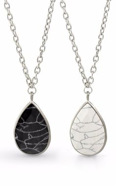 Two necklaces in one... nothing beats the versatility of this contrast-sided pendant necklace. The options are endless... it can truly go with any outfit.