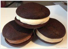 Whoopie Pies al Cioccolato Whoopie Pies, Homemade Cakes, Sweet Recipes, Brownies, Cupcakes, Cookies, Desserts, Food, Ph