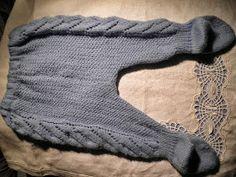 Baby Leggings, step-by-step tutorial in Spanish ~~ Polainas o pantalones para tu bebe ~~ ARTES-ANAS Baby Knitting Patterns, Knitting For Kids, Baby Leggings, Baby Pants, Crochet Kids Hats, Knit Crochet, Baby Words, Heirloom Sewing, Baby Wearing