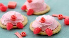 hese pig butts are almost too cute to eat! Make some easy Pig Butt Cookies using Pillsbury refrigerated sugar cookie dough. This is a fun recipe idea for the kids to help decorate. Cookie Desserts, Just Desserts, Cookie Recipes, Delicious Desserts, Dessert Recipes, Yummy Food, Shortbread, Yummy Treats, Sweet Treats