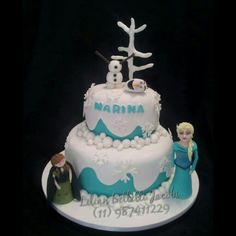 Bolo com tema do filme Frozen.Elsa e Olaf e a bonequinha aniversariante.