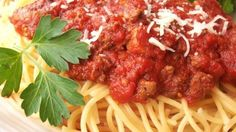 Long-simmered pasta sauces, braised meats, even risotto—the slow cooker makes it easy to fix these Italian classics. Browse more than 50 recipes for slow cooker Italian dinners. Healthy Crockpot Recipes, Slow Cooker Recipes, Beef Recipes, Cooking Recipes, Delicious Recipes, Meaty Spaghetti Sauce, Slow Cooker Spaghetti Sauce, Sauce Recipes, Pasta Recipes