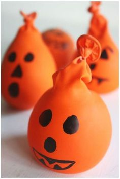 20 nouveaux bricolages d'Halloween à faire avec les petits et grands - new Halloween crafts to do with young and old - Brico child - Tips and Tools Manualidades Halloween, Halloween Crafts For Kids, Halloween Candy, Crafts To Do, Halloween Pumpkins, Kids Crafts, Halloween Decorations, Halloween Projects, Pumpkin Crafts