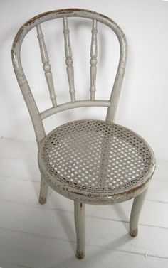 VG048 - Small caned chair