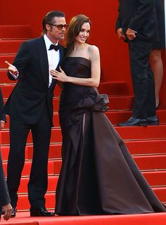 Regal in a chocolate Atelier Versace strapless silk gown and matching Salvatore Ferragamo satin peep-toes Brad Pitt Divorce, Brad Pitt And Angelina Jolie, Strapless Dress Formal, Formal Dresses, Silk Gown, Atelier Versace, International Film Festival, Cannes Film Festival, Role Models