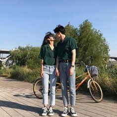 Image about love in ulzzang by tarisa on We Heart It Matching Couple Outfits, Matching Couples, Couple Aesthetic, Aesthetic Clothes, Cute Couples Goals, Couple Goals, Couple Style, Korean Couple, Korean Girl