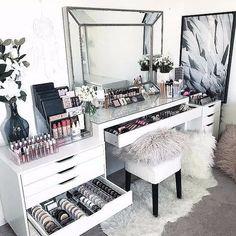 15 Impressive DIY Makeup Vanity Decoration Ideas T. - 15 Impressive DIY Makeup Vanity Decoration Ideas That You Will Love It - Sala Glam, Makeup Vanity Decor, Makeup Desk, Makeup Tables, Makeup Room Decor, Makeup Furniture, Bedroom Makeup Vanity, Makeup Dresser, Diy Beauty Room Decor