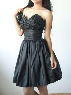 Vestido de cóctel o vestido de fiesta de Tafetán con rodilla longitud falda pétalo detalles