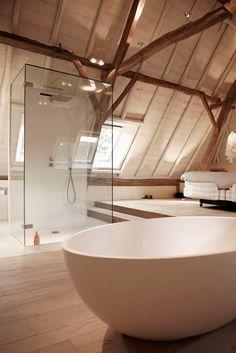 Bathroom: design, ideas, inspiration and photos homify - Badkamer: design, ideeën, inspiratie en foto's Bungalow Loft Conversion, Loft Conversion Bedroom, Open Bathroom, Loft Bathroom, Master Bedroom Bathroom, Upstairs Bedroom, Loft Room, Bedroom Loft, Diy Room Divider