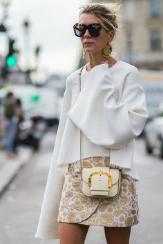Fashion | Accessories | Big earrings | Big sunglasses | White | Street style | More on Fashionchick.nl