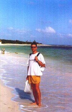 Puerto Morelos es considerada la puerta de entrada de la Riviera Maya, se localiza a 30 Km. de Cancún y 32 Km. de Playa del Carmen