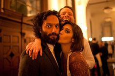 OMG Lizzy Kaplan kissing Jason Mantzoukas with Ike Barinholtz photobombing. I want to live in this picture.