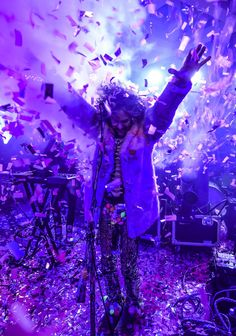 Wayne Coyne, lead singer of the Flaming Lips, performs during the Now at the Aspen Art Museum. Courtesy of Riccardo S. Savi/Getty Images for the Aspen Art Museum. Wayne Coyne, Dj Spooky, Summer Art, Summer Ideas, Nonprofit Fundraising, School Fundraisers, Music Images, Art Party, Music Is Life