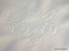 Coin couture > Monogrammes, tissus > LINGE ANCIEN / Merveilleuse taie avec monogramme CC guirlande de fleurs brodée main sur fil de lin pour couture et patchwork - Linge ancien - Passion-de-Blanc - Textiles anciens