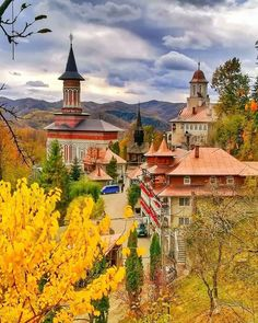 Have you ever wondered what is Transylvania famous for? Discover the mysteries of Transylvania in an invitation to travel to the heart of Eastern Europe. Turism Romania, Romania Travel, Amazing Destinations, Travel Destinations, Singular, Bucharest, Best Cities, Travel Goals, Eastern Europe