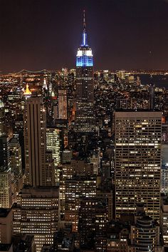 New York, Empire State Building Places Around The World, Around The Worlds, Places To Travel, Places To Visit, City Vibe, Nyc Life, City Aesthetic, Dream City, Concrete Jungle