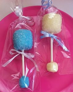 Marshmallow Baby Rattle Pops How-To. Cute baby shower idea for all my prego frie… Marshmallow Baby Rattle Pops How-To. Cute Baby Shower Ideas, Baby Shower Favors, Baby Shower Games, Baby Shower Parties, Shower Gifts, Shower Party, Baby Showers, Baby Shower Desserts, Shower Bebe