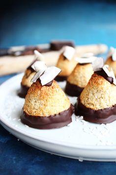 Nemme, saftige kokostoppe | Madglade Sweet Recipes, Cake Recipes, Dessert Recipes, Danish Food, Confectionery, Four, Cakes And More, Odense, Fudge