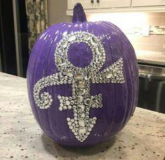 Prince symbol pumpkin ... I love it ! Prince Cake, Prince Party, Prince Birthday, Prince Costume Purple Rain, Prince Purple Rain, Purple Love, All Things Purple, Purple Stuff, Halloween Party Costumes