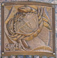cancer - bronze signe du zodiaque sur la façade de l'Adler Planetarium à Chicago