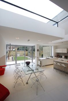 A fixed frameless structural window, or Picture Window, is frameless both internally and externally and provides a frameless look over the garden from the kitchen with sliding folding (bi fold) doors to the large structural opening. Patio Interior, Kitchen Interior, Interior Design Living Room, Kitchen Decor, New Kitchen Designs, New Home Designs, House Extension Design, House Design, Kitchen Ideas Victorian House