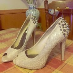 PRICE DROP 2 DAYS ONLY! Vera Wang High Heels Shoes Beige Studded back heels part of Vera Wang's Simply Vera collection with a cute snake skin pattern to add to its edginess! LIKE NEW WORN ONCE Simply Vera Vera Wang Shoes Heels