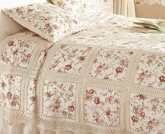 Crochet and patchwork bedspread - very pretty Crochet Bedspread, Crochet Fabric, Crochet Motifs, Crochet Quilt, Crochet Squares, Crochet Home, Thread Crochet, Crochet Crafts, Crochet Stitches