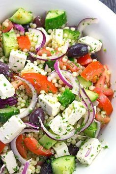 Israeli Couscous Greek Salad Recipe - Light & refreshing salad packed full of fr. - Israeli Couscous Greek Salad Recipe – Light & refreshing salad packed full of fresh produce perfe - Comidas Light, Couscous Salat, Mediterranean Couscous Salad, Quinoa Salad, Greek Salad Recipes, Israeli Recipes, Dinner Salad Recipes, Appetizer Recipes, Summer Salads